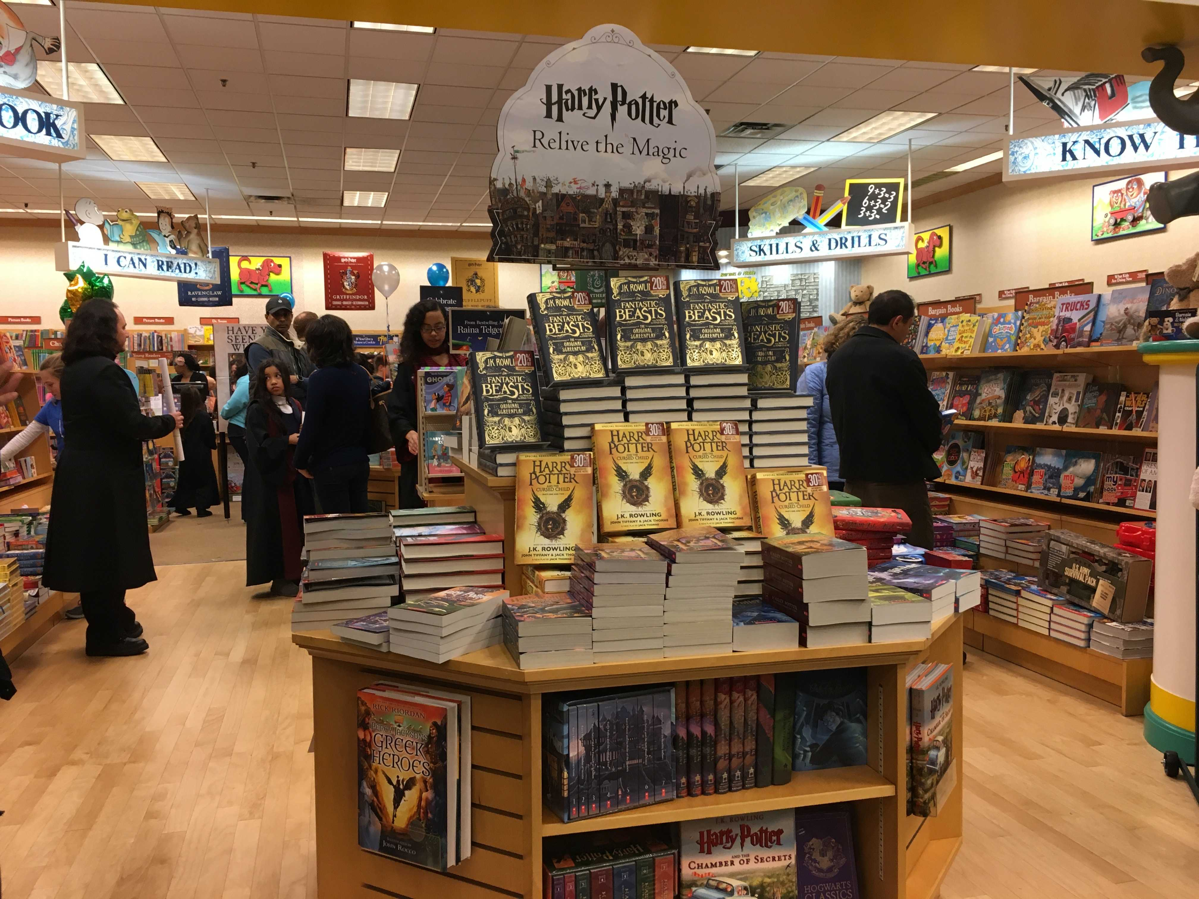 Freshman finds Barnes & Noble\'s Harry Potter-themed Yule Ball ...
