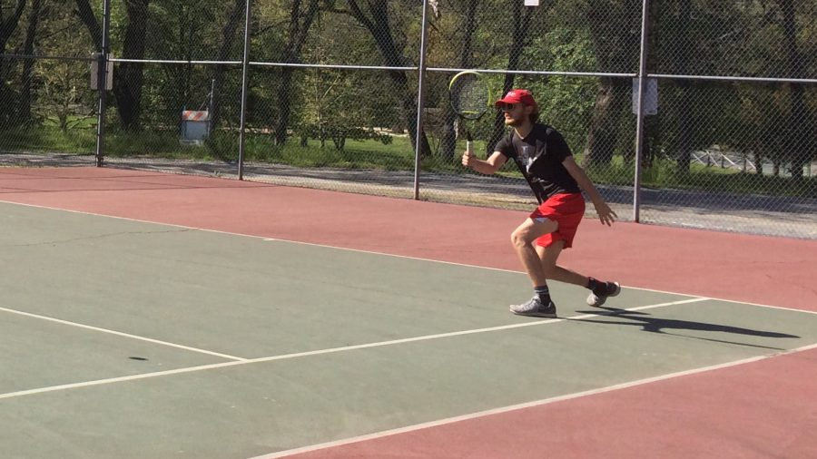 All tennis players win in match against Golden Sierra